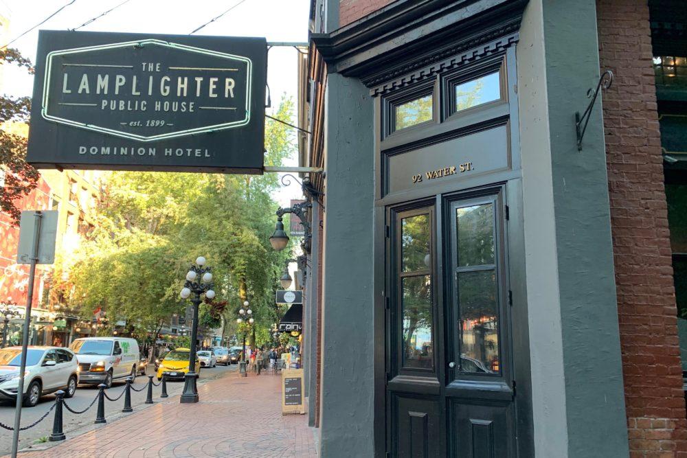 THE LAMPLIGHTER PUBLIC HOUSE | バンクーバー・ガスタウンで最も古く歴史あるパブ